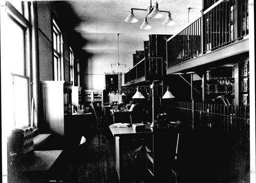 Interior of the Ranke library.