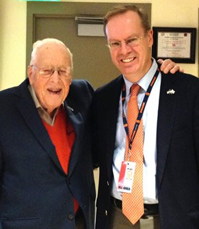 Don Waful '37, G'39 (left) with Syracuse Chancellor Kent Syverud in November 2014